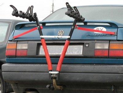 Велобагажник на фаркоп Велосипедный багажник на фаркоп для перевозки 3-х велосипедов. Устанавливается на прицепные устройства любого типа, подходит для рам любых диаметров, компактно складывается.